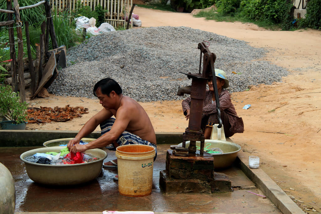 Kleidung wird oft mit der Hand gewaschen