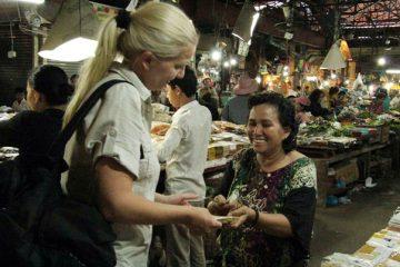 Handeln gehört zum Einkaufen auf kambodschanischen Märkten