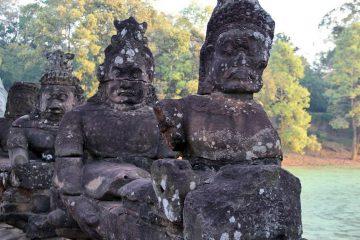 Aruras am Osteingang zu Angkor Thom
