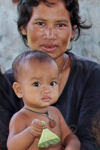 Gesunde Kinder sind das Ziel vieler Bräuche während einer Schwangerschaft in Kambodscha
