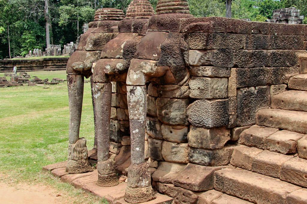 Ein Zugang zur Terrasse der Elefanten ist aus östlicher Richtung über das Siegertor