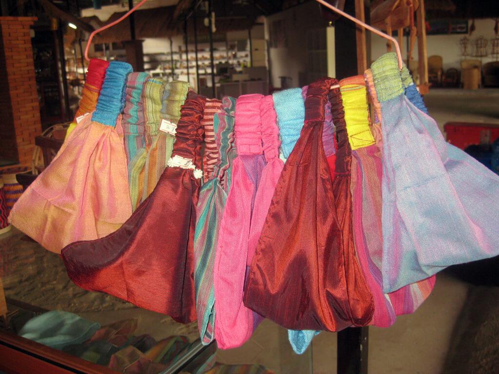 Handgefertigte Taschen aus Seide