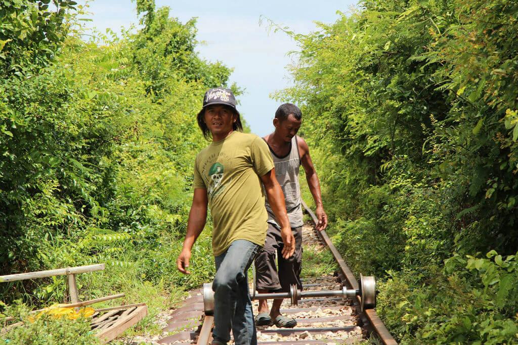Fahrer Bambusbahn von Kamboscha - Dokumentation Norry