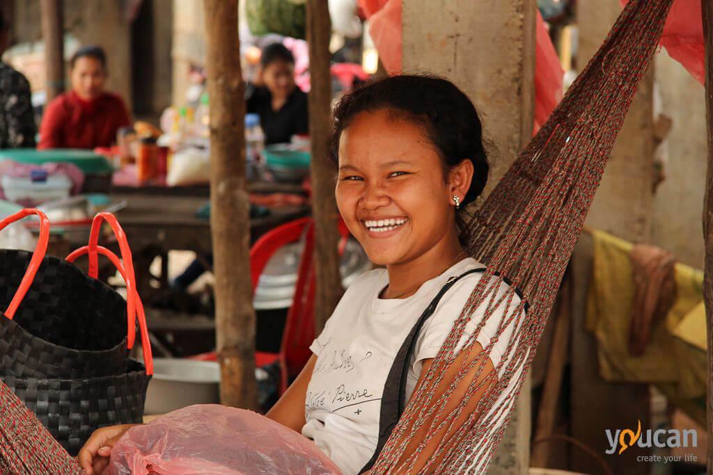 cambodia-girl-smiling-market-