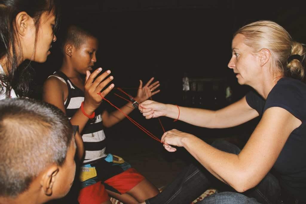 fadenspiel-kinder-kambodscha-konzentration