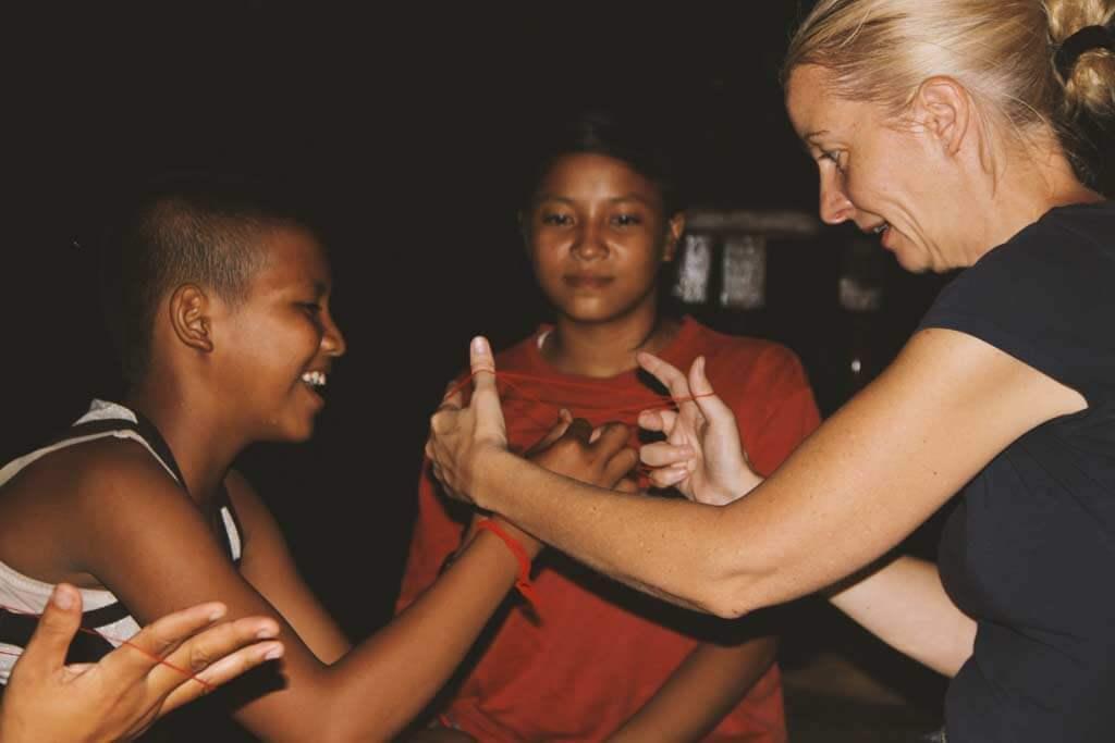 fadenspiel-kinder-kambodscha