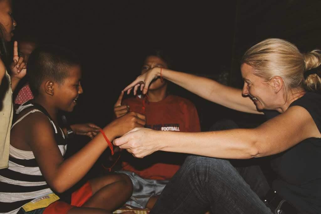 zauberfaden-fingerspiel-kinder-kambodscha