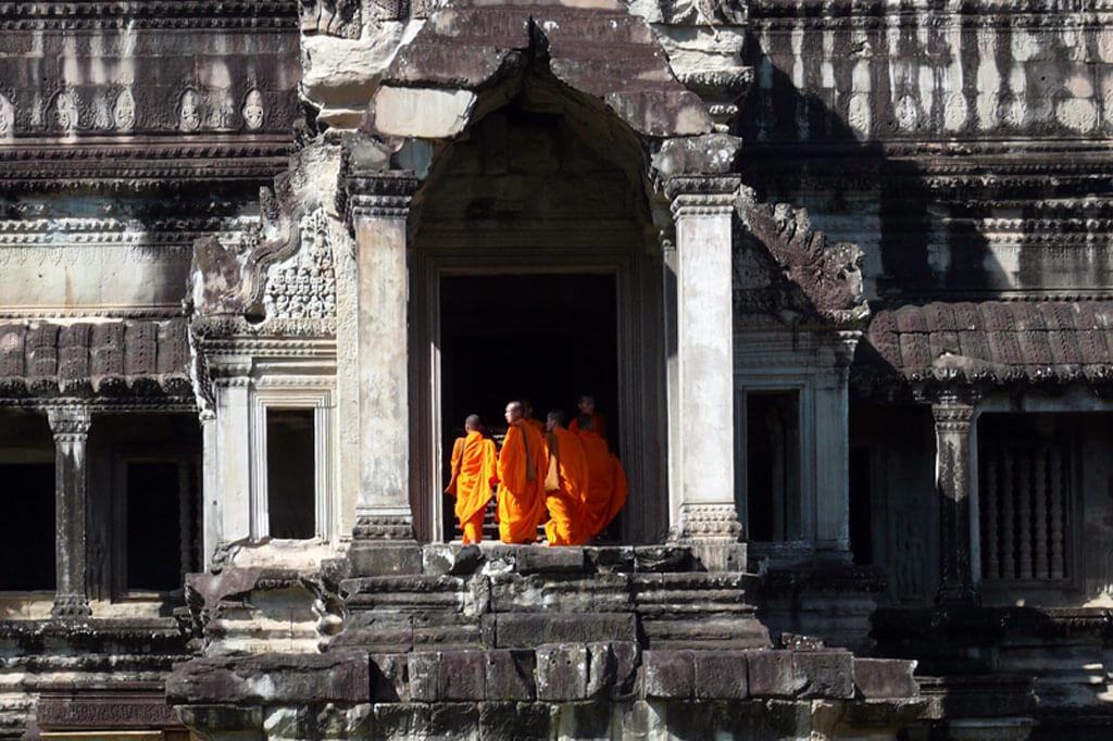 monks-ankgor-wat