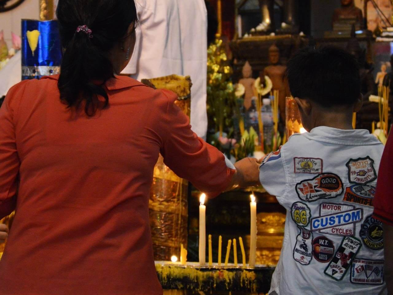 Pchum Ben - Kerzen für die Vorfahren
