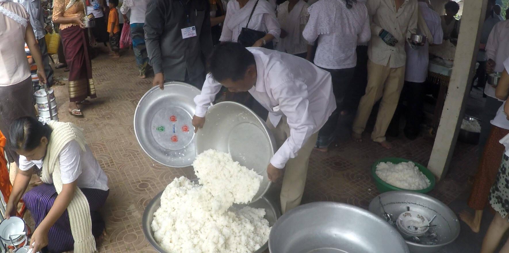Reisberge zu Pchum Ben in Kambodscha