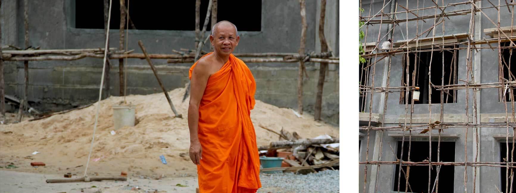 Mönch auf einer Baustelle in Siem Reap