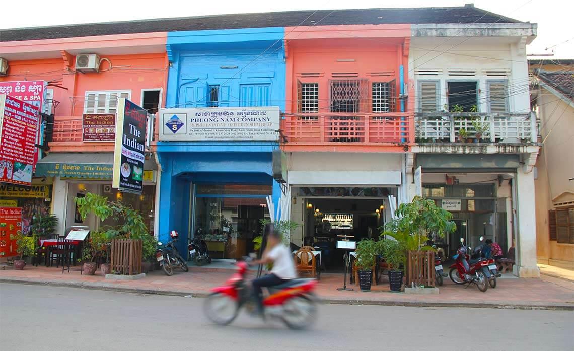 Straße mit Häuserfronten, Siem Reap