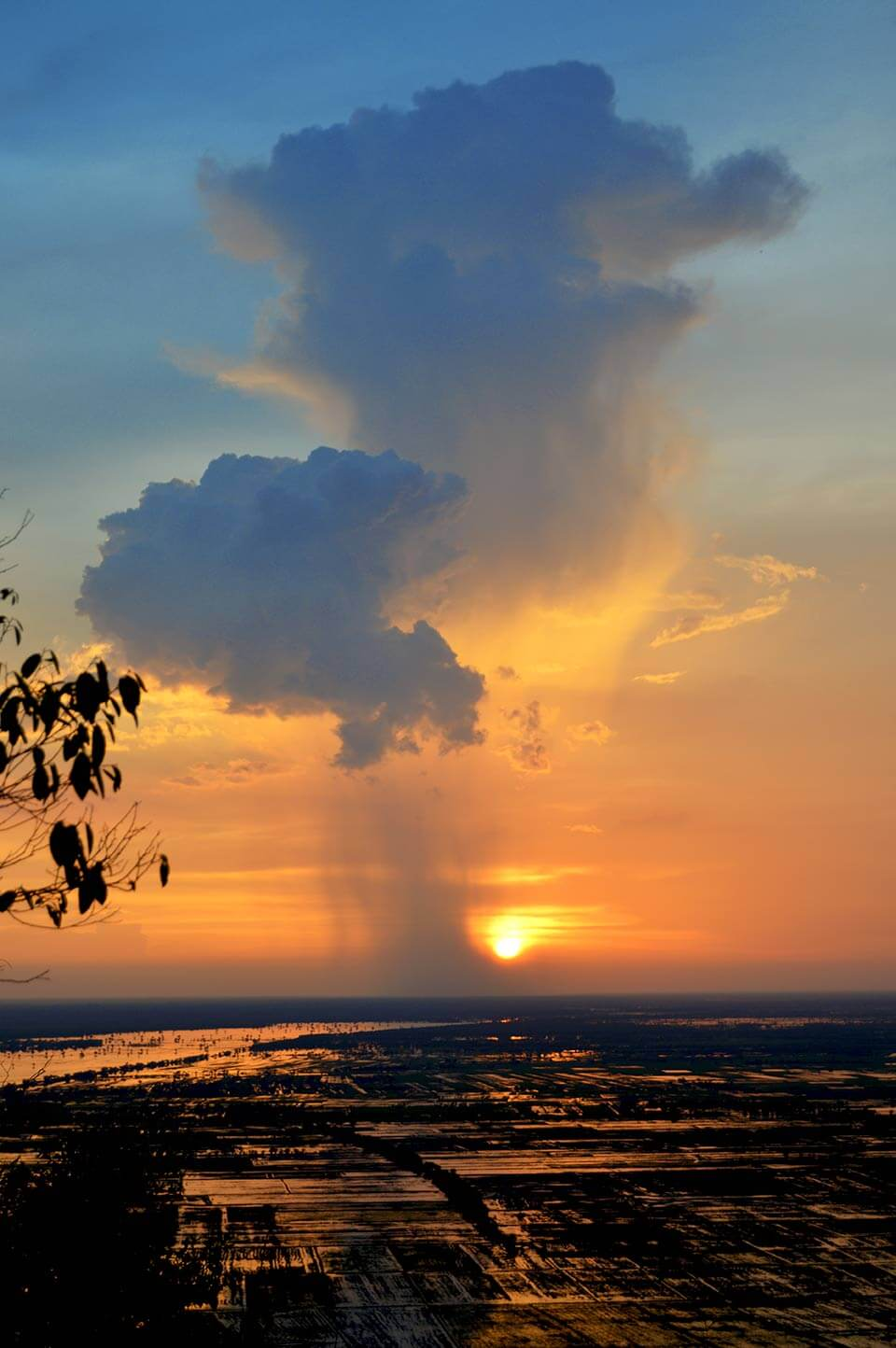 Sonnenuntergang im Angkor Park vom Phnom Krom