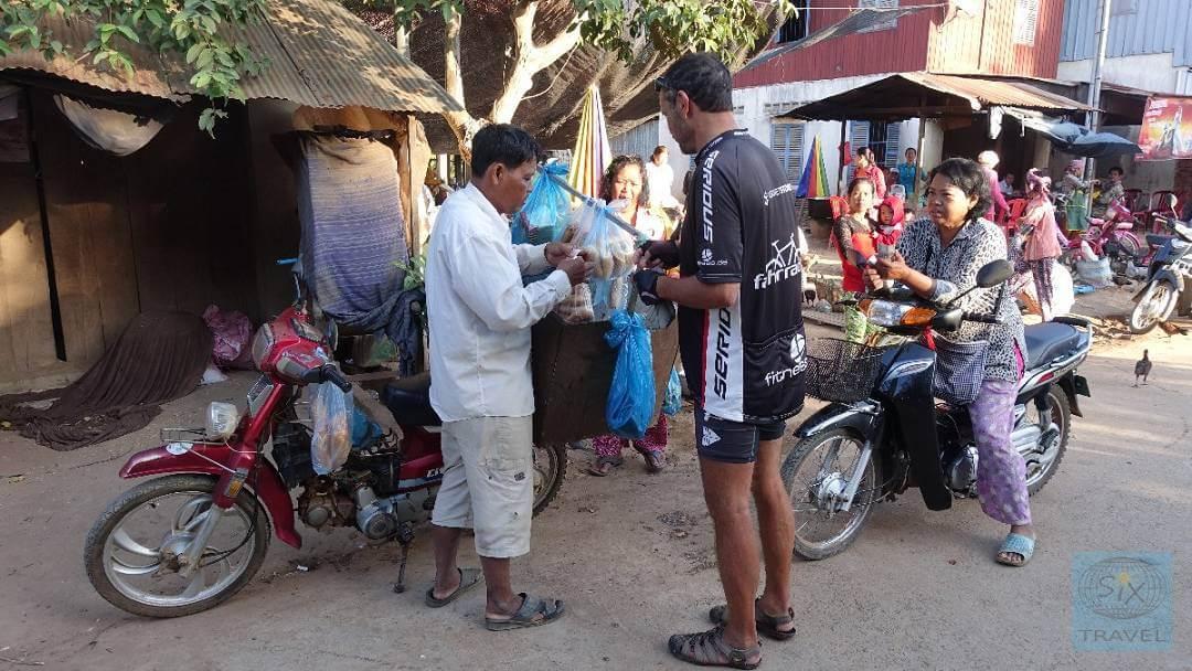 Beim mobilen Bäcker einkaufen