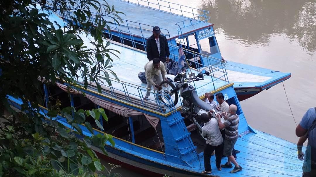 Bootsfahrt von Battambang nach Siem Reap mit Motorrad