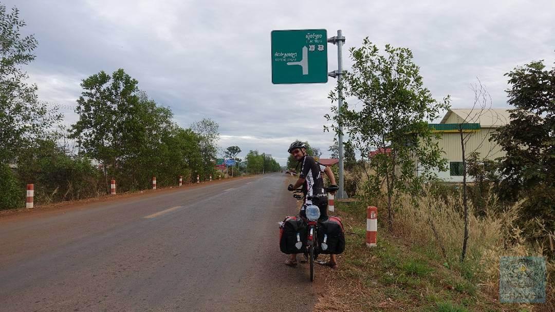 Leere Straßen im Norden mit Kambodscha