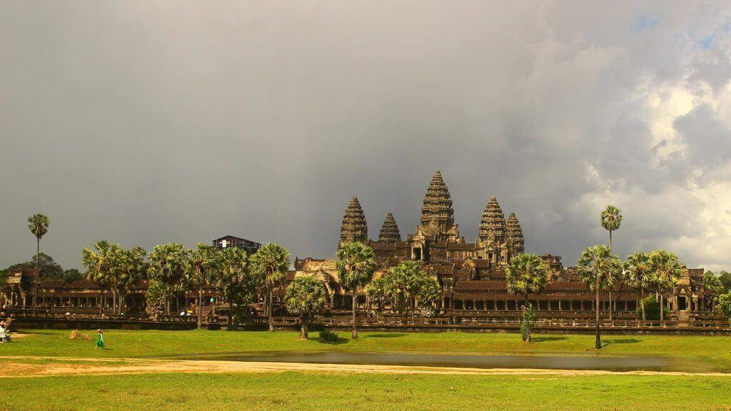 Angkor Wat im Monsun - Reinhart Zieger