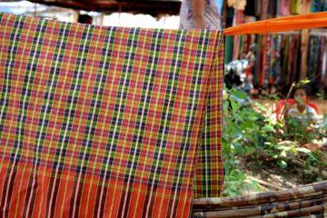Hängematte mit einem Krama - kambodschanischer Schal - zum Schutz vor der Sonne