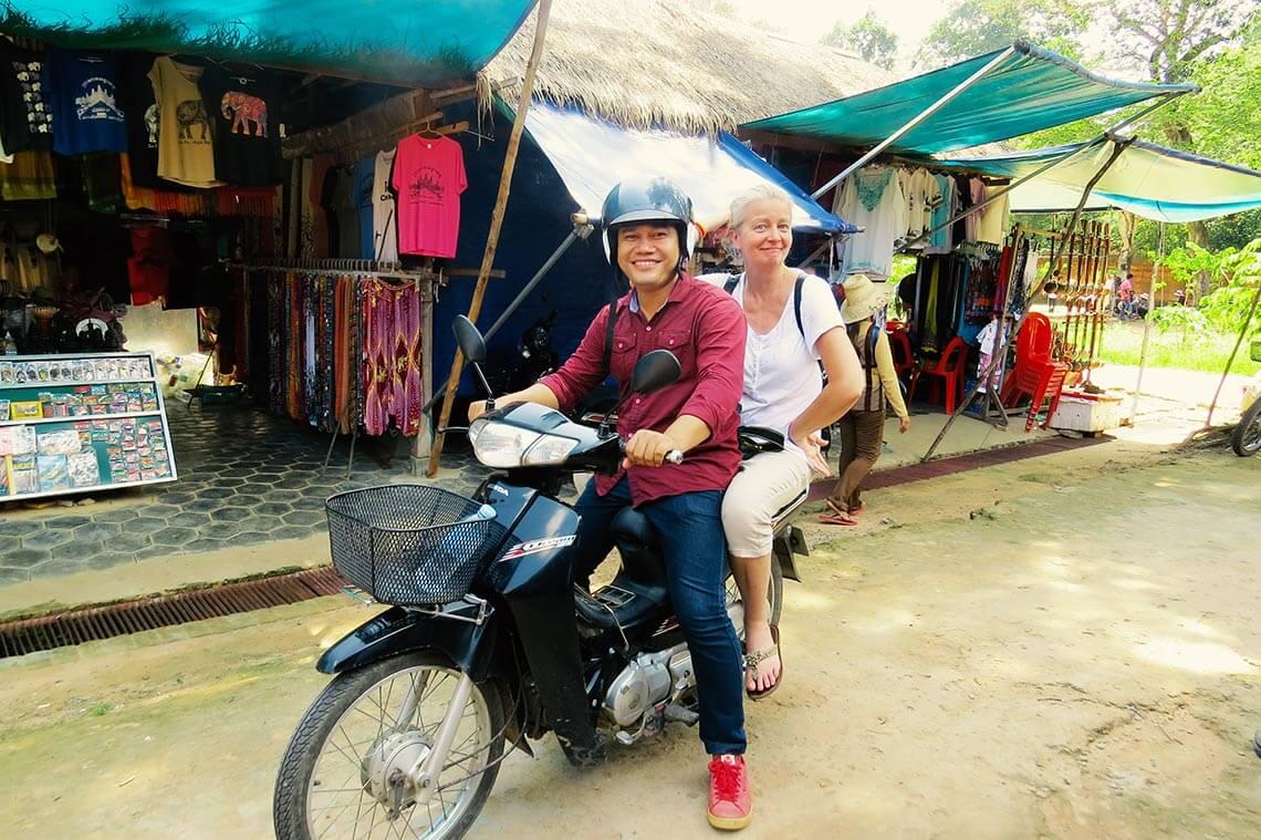 Vutha und Inga auf dem Motorbike