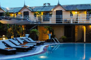 Dachterrasse mit Swimming Pool vom Terrasse des Elephants Hotel in Siem Reap