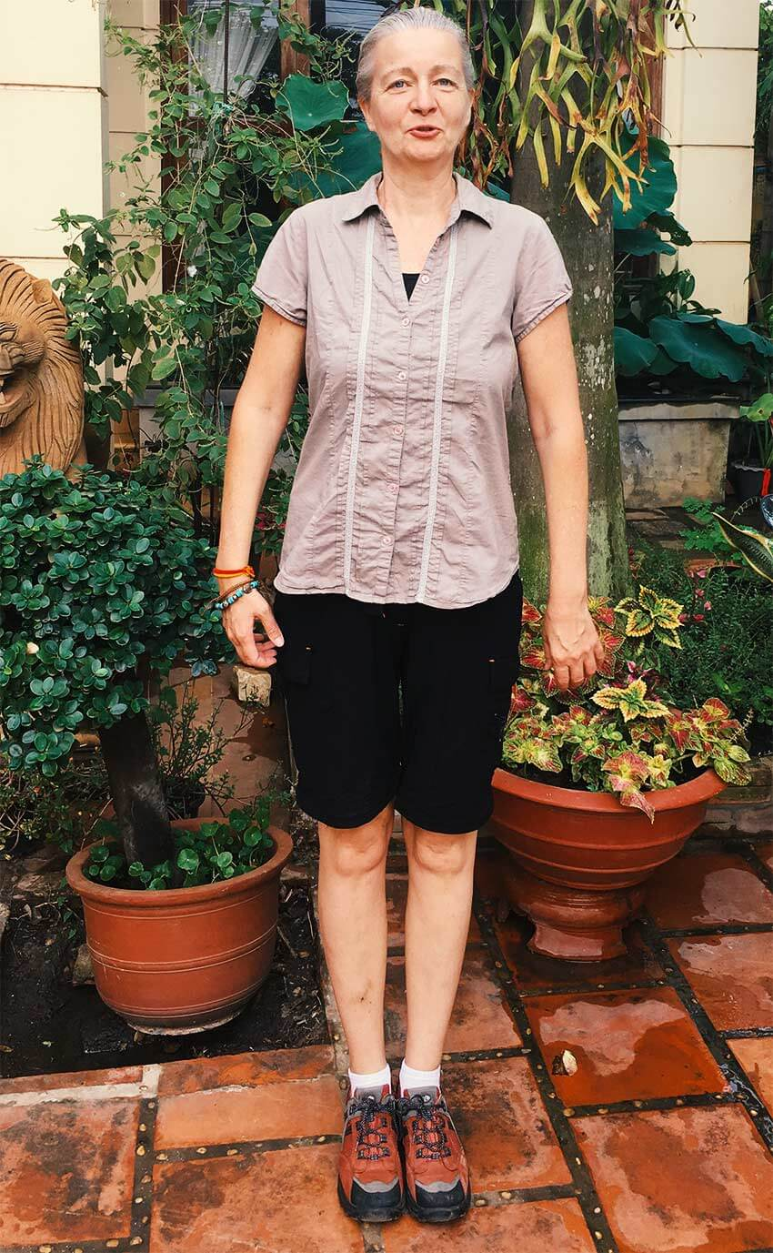 Inga in Badekleidung in Kambodscha