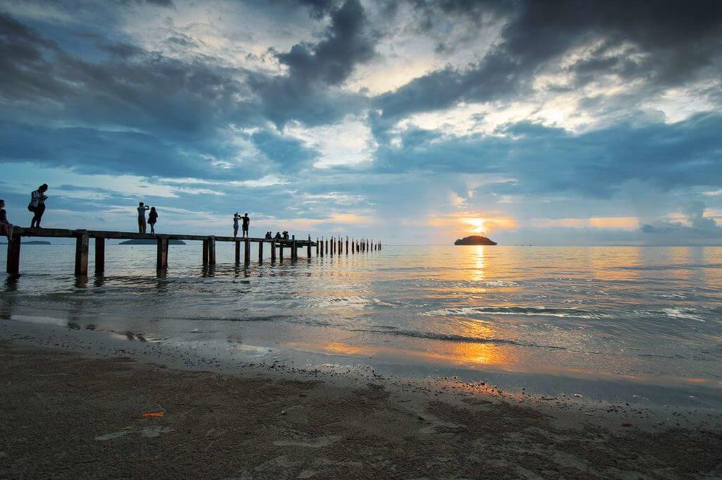 Sonnenuntergang am Otres Beach in Sihanoukville, Kambodscha