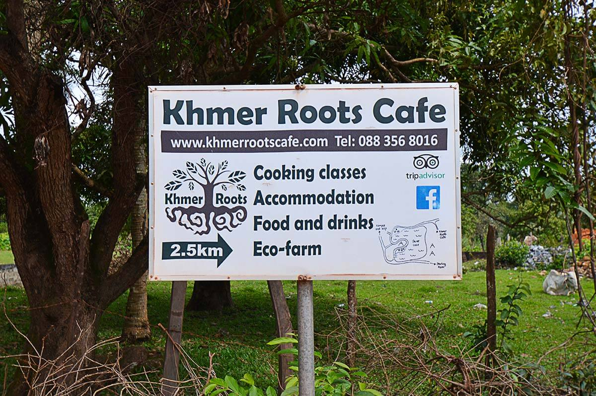 Schild Khmer Roots Cafe am Secret Lake in Kampot, Kambodscha