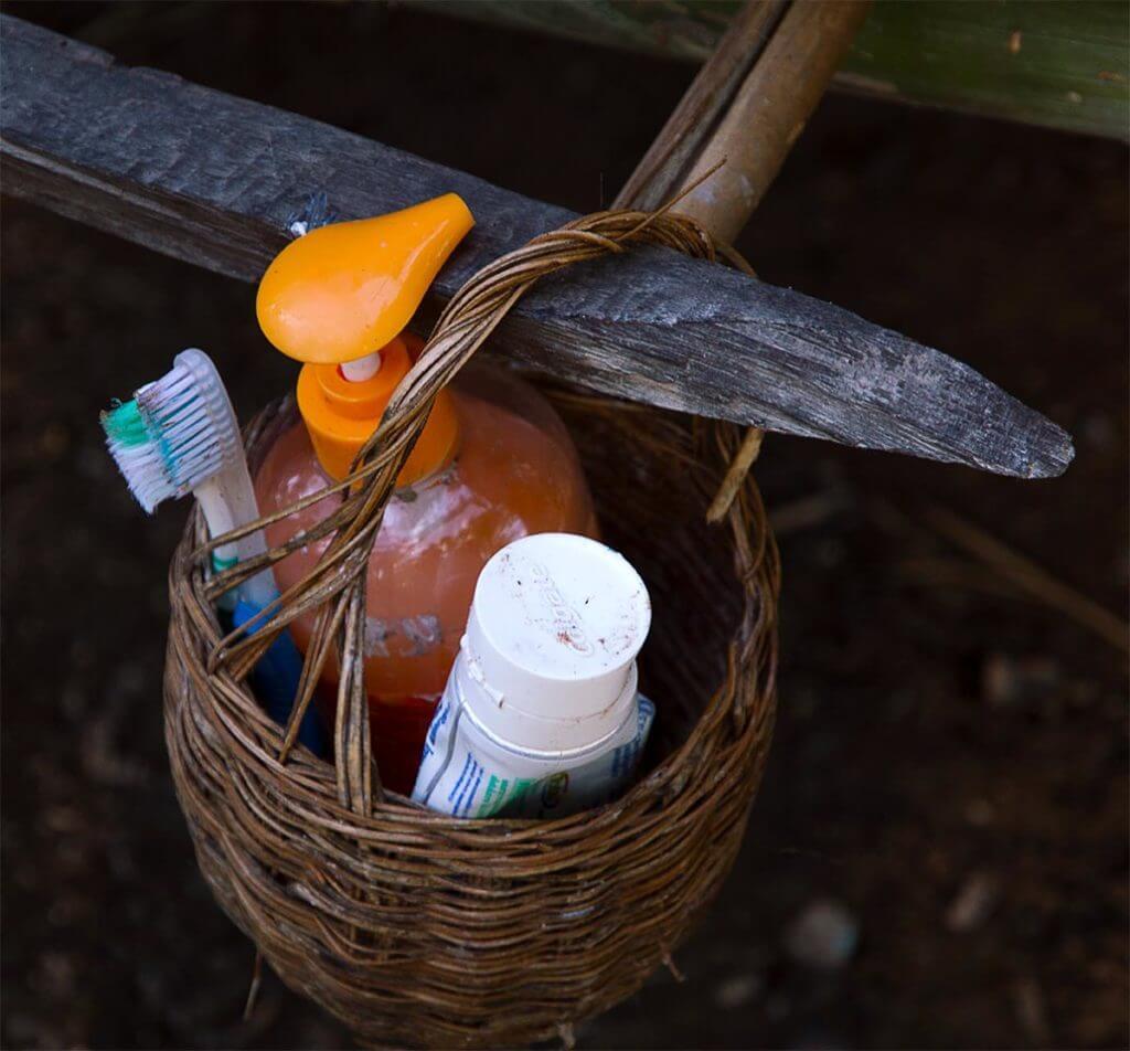 Zahnbürste, Zahnpasta und Duschgel - Kambodscha
