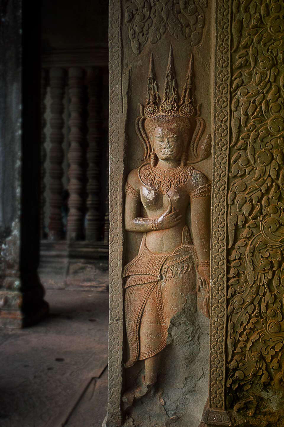 Angkor Wat - Devata an der Eckgalerie