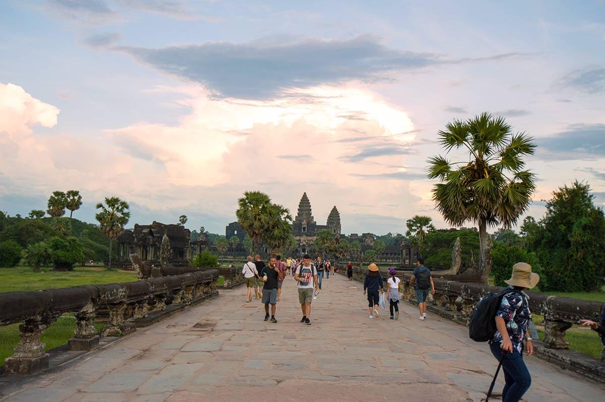 Steinweg zum Zentrum von Angkor Wat