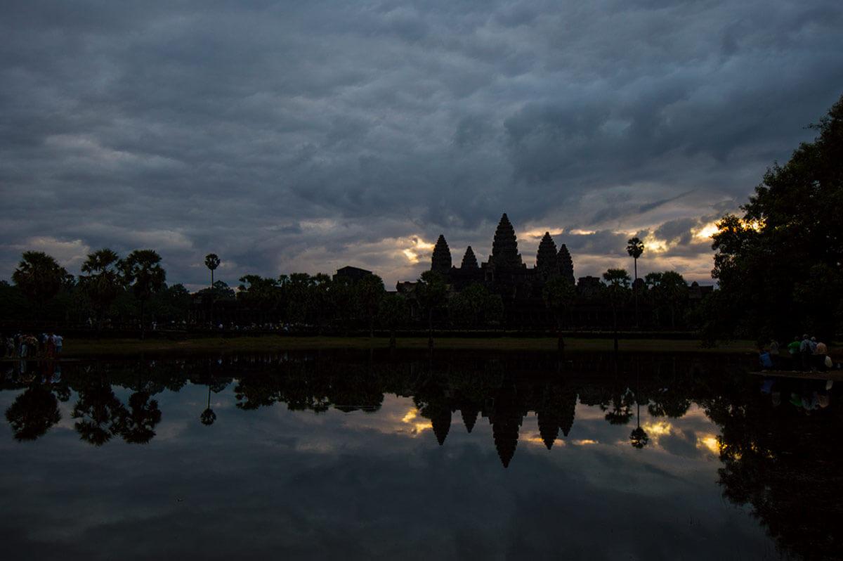 Angkor Wat - Sonnenaufgang am südlichen Seerosenteich