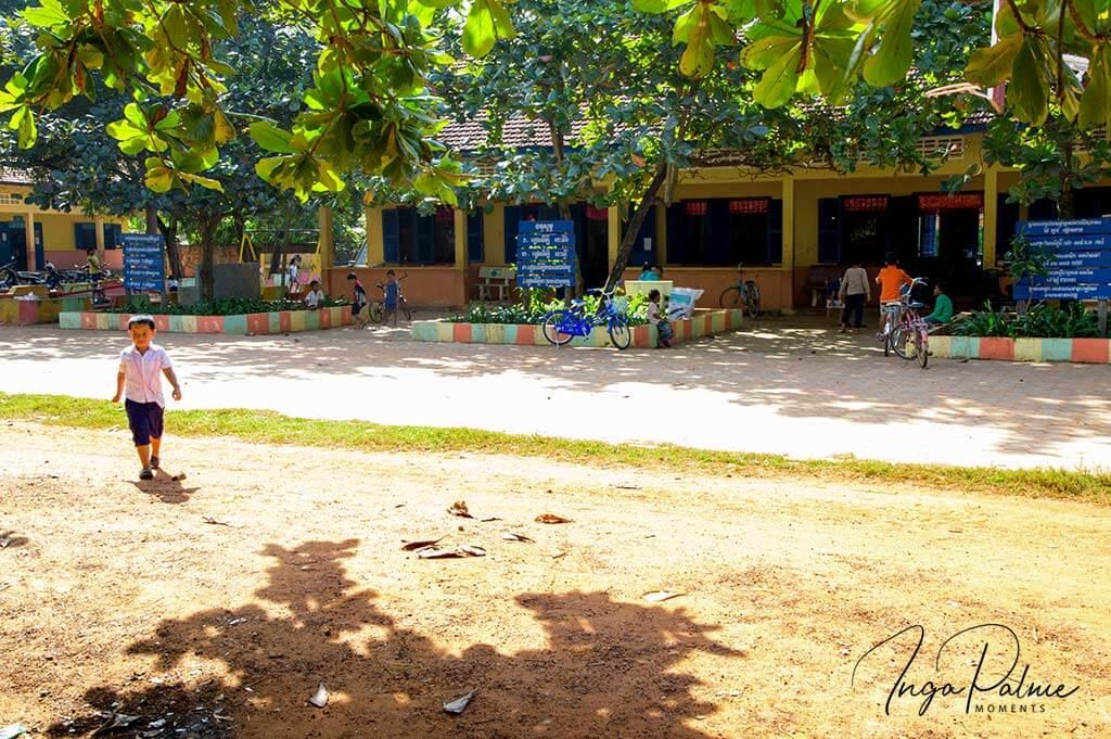 Schulhof Siem Reap - Fahrradtour mit Cambodian Travelpartner