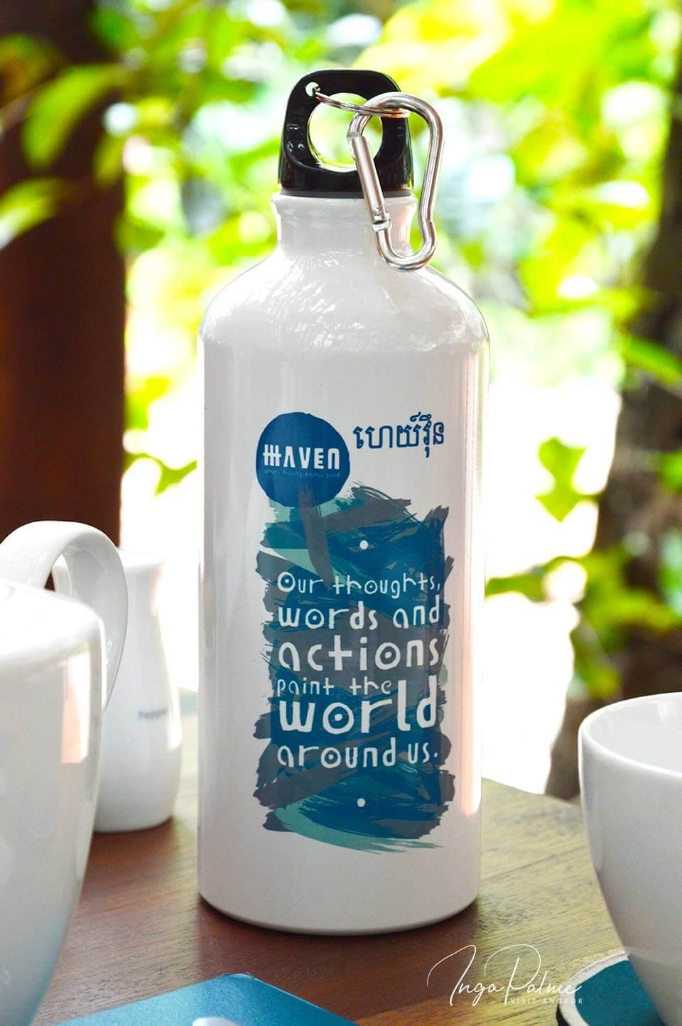 Refill not Landfill - wiederbefüllbare Flasche mit Emblem vom Haven Restaurant in Siem Reap