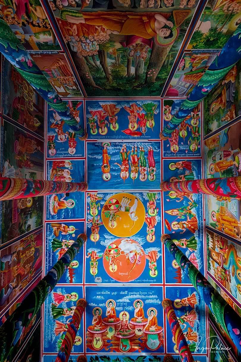 Bunte Decke in einer Pagode in Siem Reap