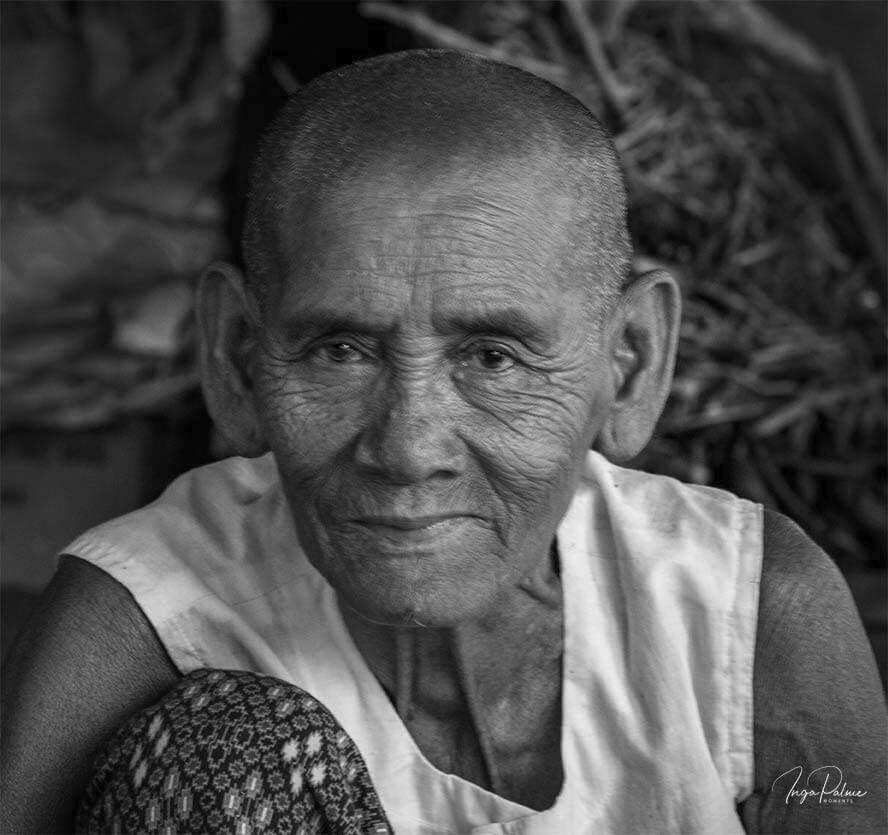 Handwerkerin Räucherstäbchen, Siem Reap - Tour Dani Jump