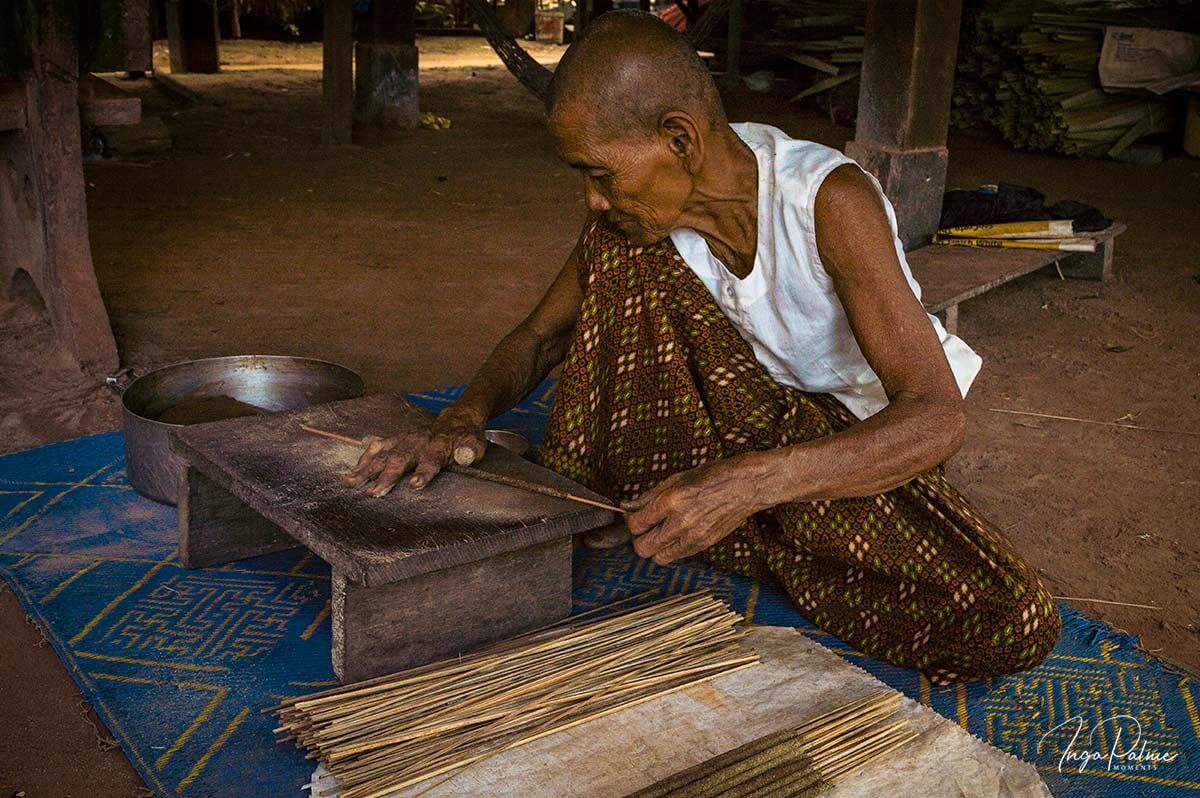 Räucherstäbchen - Herstellung in Handarbeit in Siem Reap