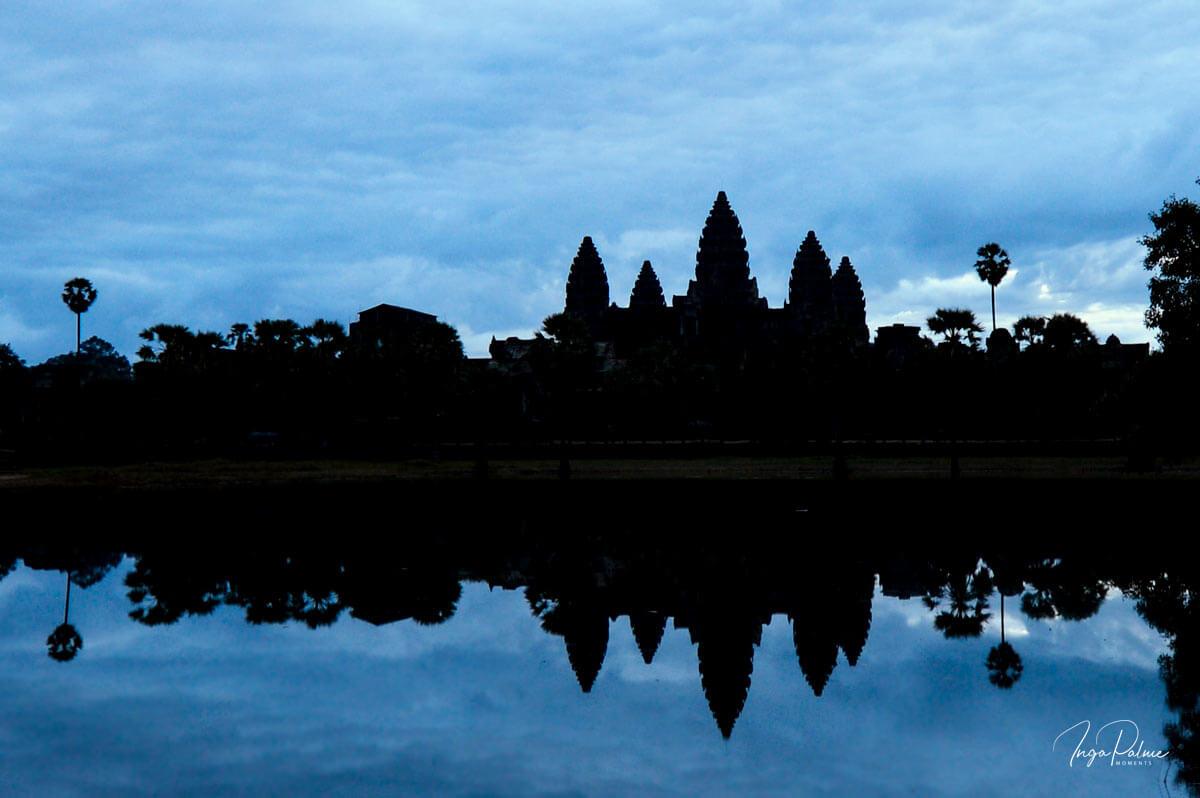 Angkor Wat - blaue Stunde am Morgen, südliches Wasserbecken