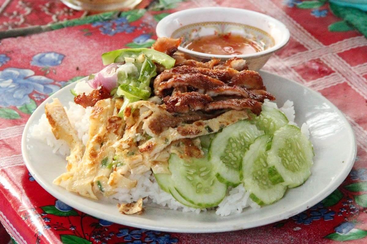 Hühnchen auf Reis zum Frühstück im Angkor Park