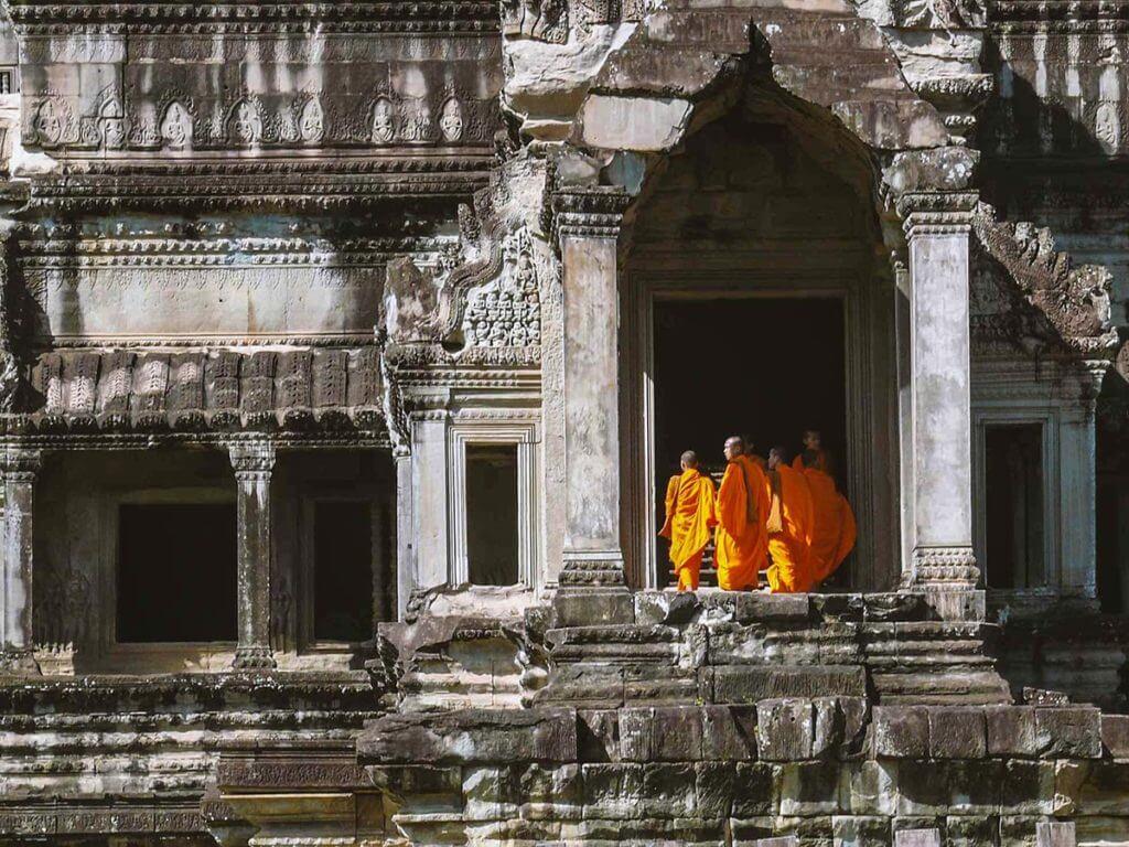 Mönche am Nordeingang von Angkor Wat