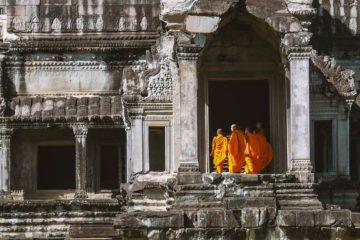 Möchne am Osteingang von Angkor Wat