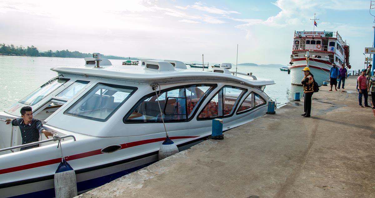 Schnellboot am Serendipity Pier in Sihanoukville