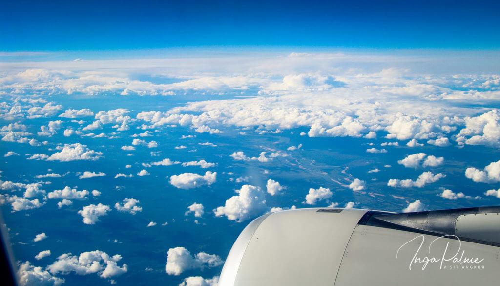 Kambodscha Flug - blauer Himmel und Wolken