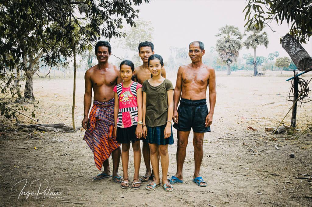 Familie auf dem Land in Kambodscha
