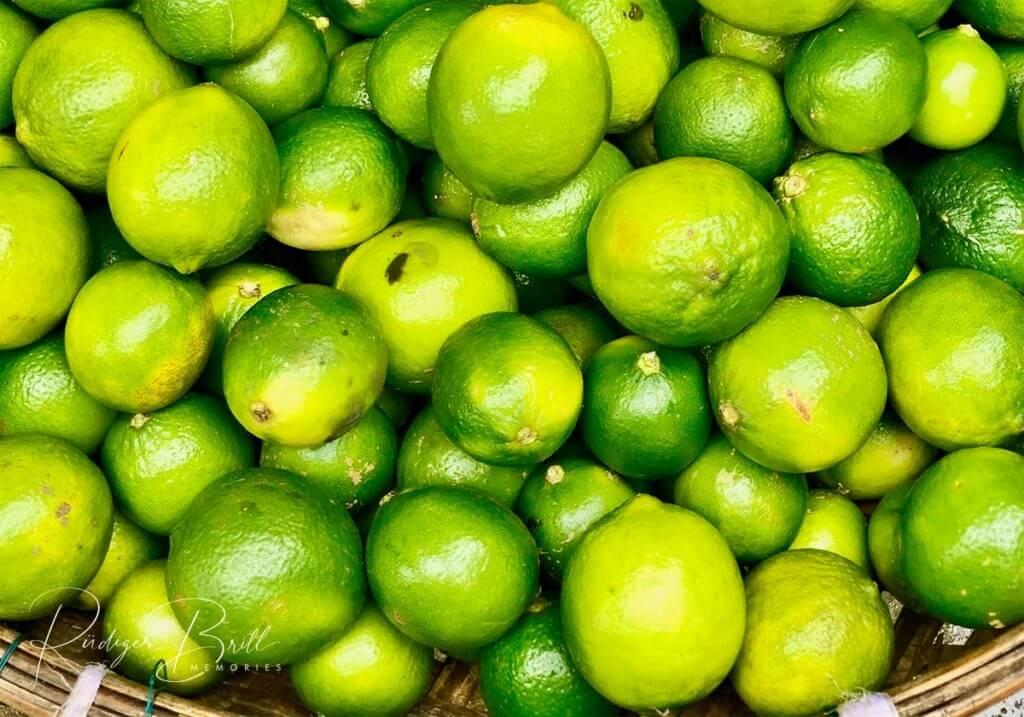 Viele gelb-grüne Limetten