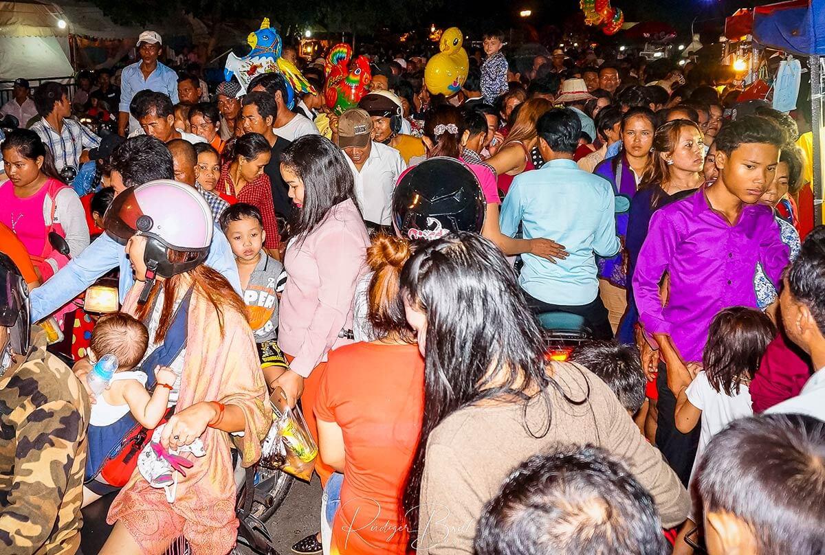 Alle wollen zum Bon Om Touk in Phnom Penh