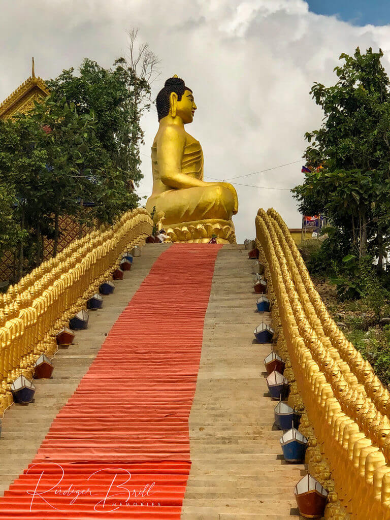 Buddha Statue oben am Wat Puth Kiri