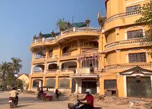 Das alte Elephants Hotel in Siem Reap