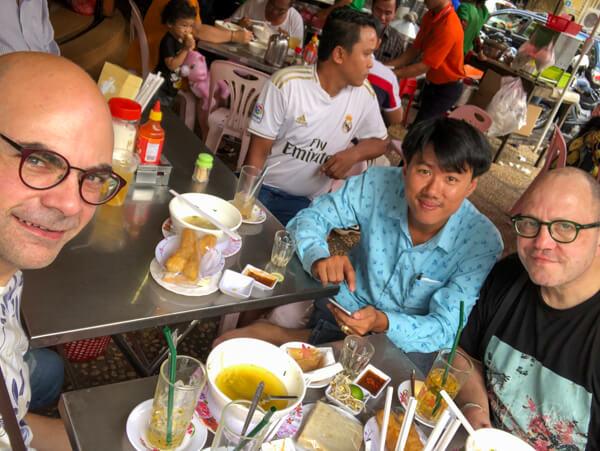 Der Autor mit Familie im 126 beim Frühstück