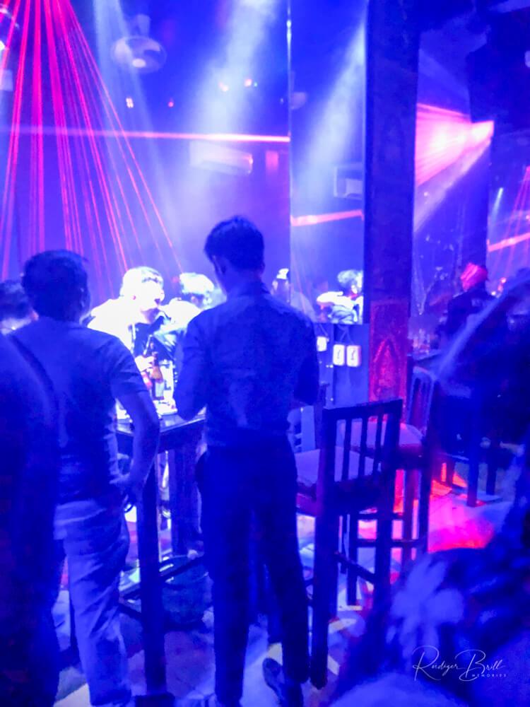In einer Gay-Bar