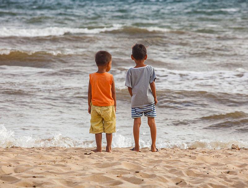 Kinder am Strand von Kep, Foto: Nico Hartung
